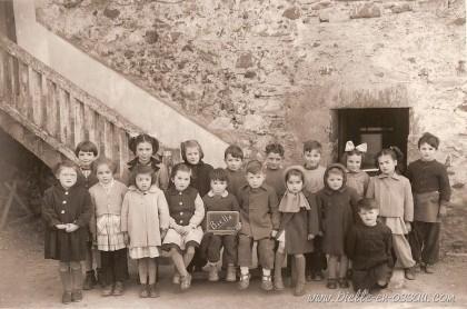 Les élèves de l'école de Bielle en 1953