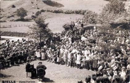 Musiciens ossalois un jour de fête à Bielle