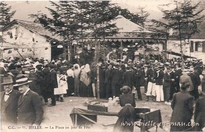 La Place du Poundet, un jour de fête vers 1900