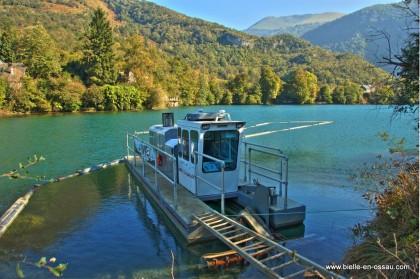 Bateau sur le lac de Castet