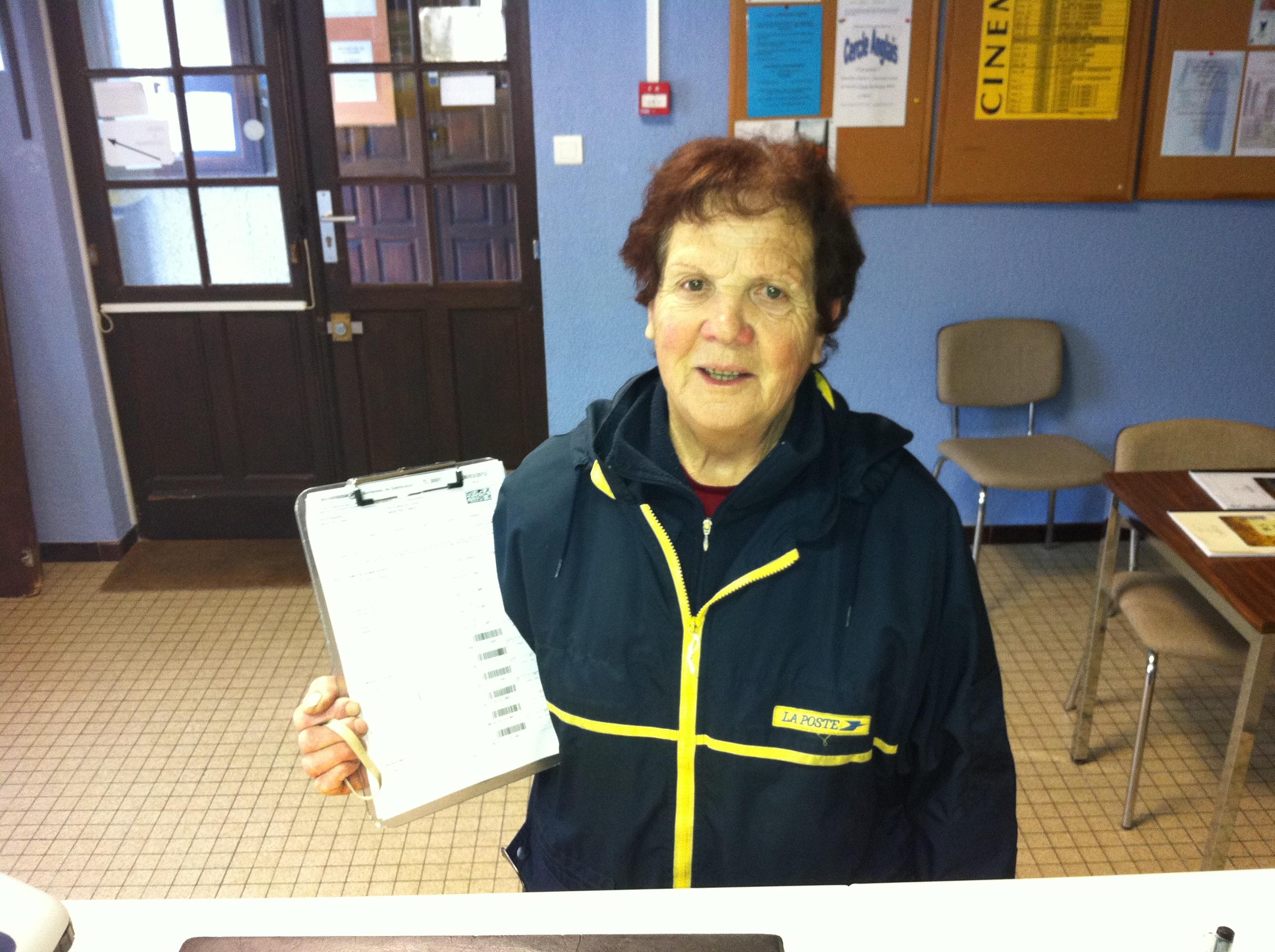 Notre factrice jeannette castaing part la retraite bielle en vall e d - Centre financier de la poste lyon ...